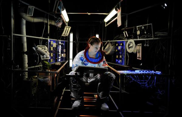 Spaceman-capsule-web